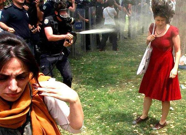 Red dress at Gezi Park